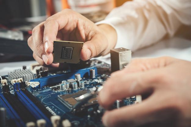 Qual a diferença entre hardware e software?